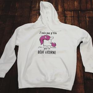 """Sweat à capuche """"J'suis pas petite / j'fais une taille normale pour un bébé licorne"""""""