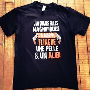 """T-shirt """"J'ai des filles, mais aussi un flingue, une pelle et un alibi"""""""