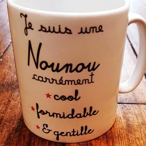 """Mug """"Je suis une nounou carrément -Cool -Formidable -Gentille"""""""